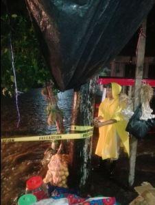 Persona damnificada por las inundaciones en el Soconusco