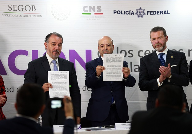 PGR y CNS firman convenio para fusionar centros de atención ciudadana