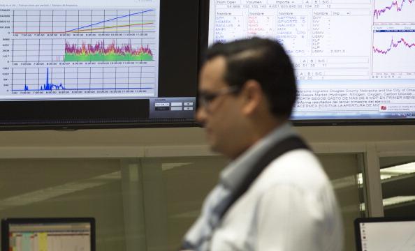 Mercados mexicanos retroceden, presionados por incertidumbre en EU y Brasil