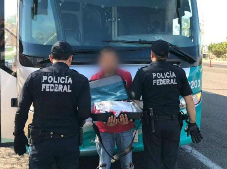 Policía Federal, detienen a persona, autobús de pasajeros, maletas, droga sintética