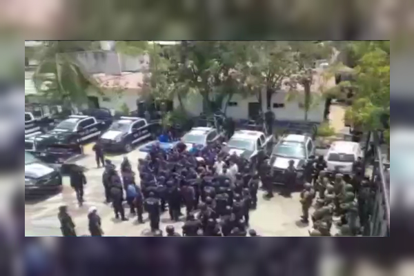 Fuerzas federales custodian a 20 municipales