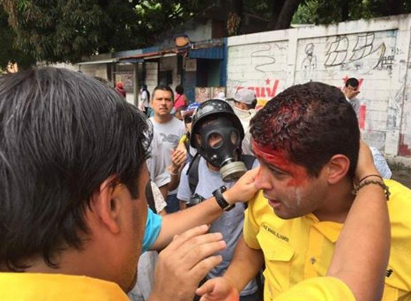 La oposición venezolana se manifiesta contra Nicolás Maduro en el Día del Trabajo (Twitter @VzlaSOS2000)