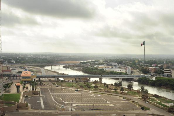 Vista aerea de puentes internacionales en Laredo