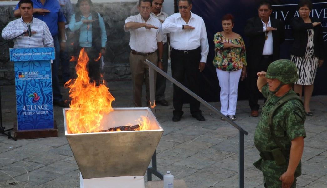 Banderas en Atlixco son quemadas en ceremonia