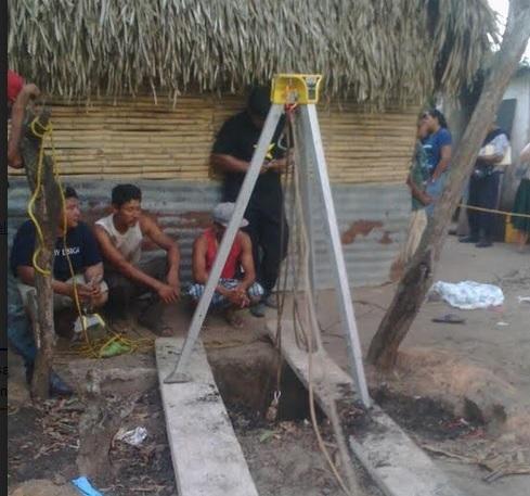 Rescatistas lograron sacar los 5 cuerpos del pozo. (Noticieros Televisa)