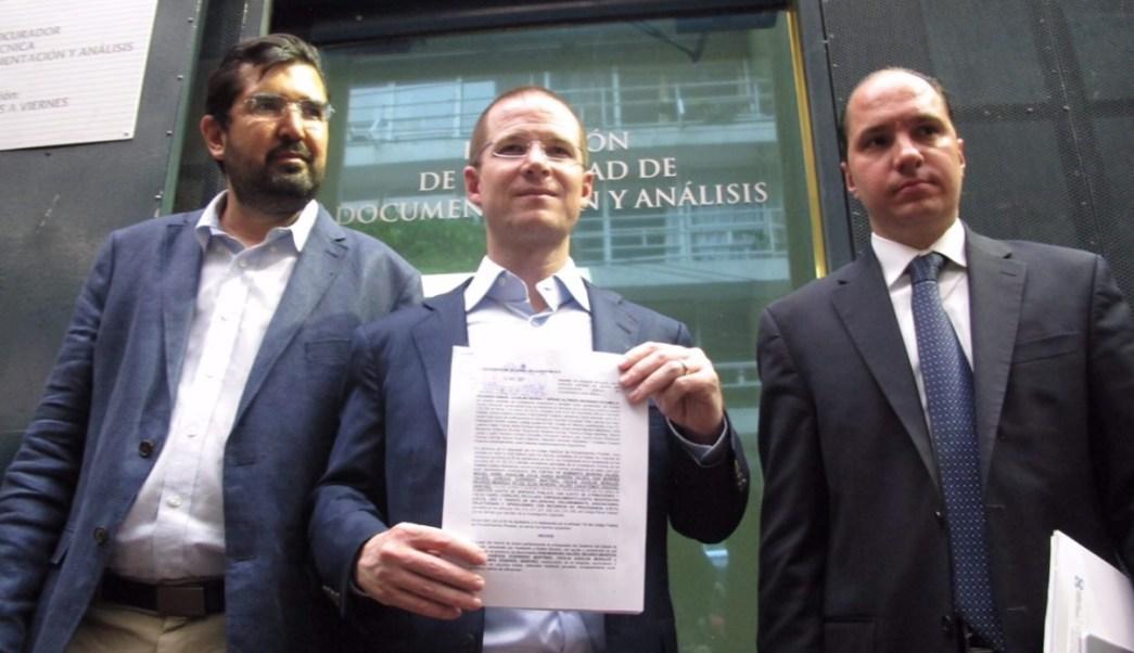 Ricardo Anaya denuncia ante la PGR a Humberto y Rubén Moreira