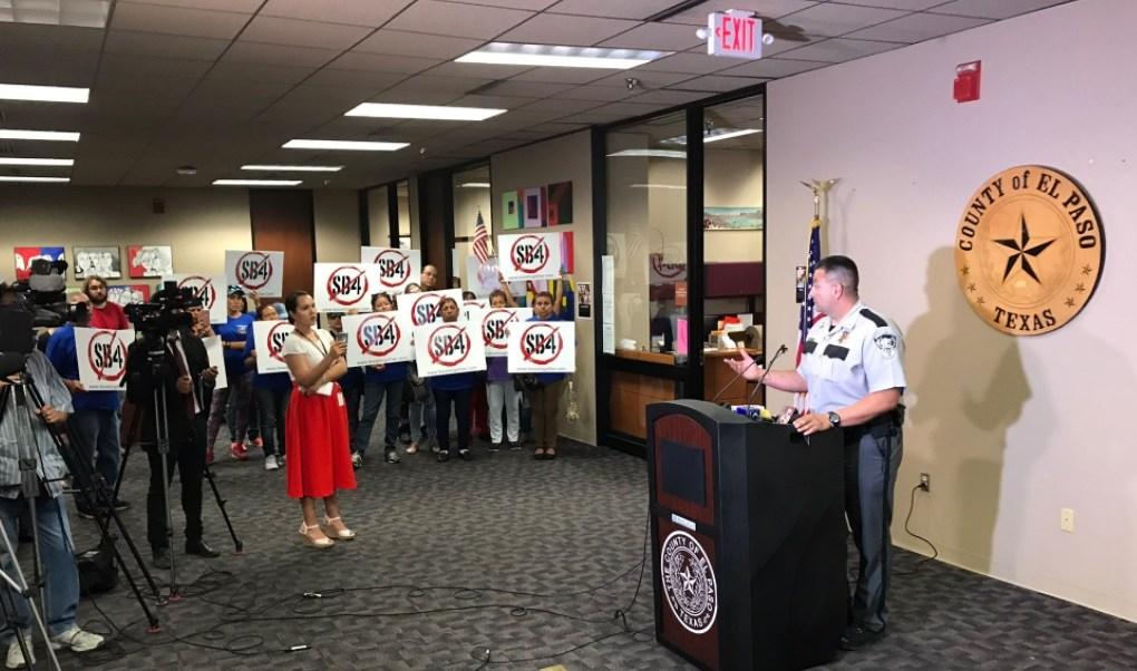 """""""La confianza de las personas que viven aquí en El Paso, es muy importante"""", dijo el sheriff Roberto Flores. (Twitter: @EPCountyAtty)"""