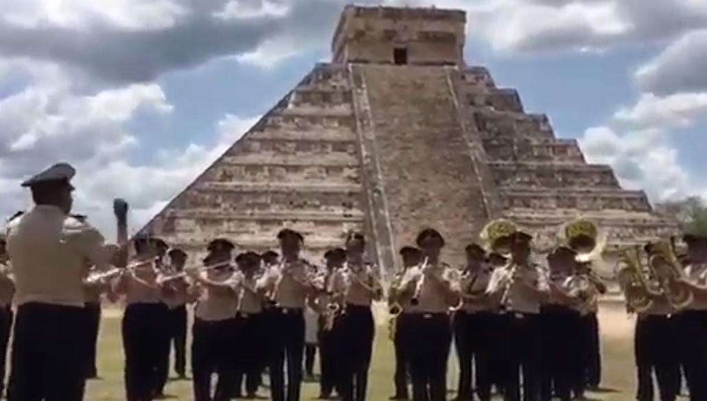 La Banda de Música de la X Región Militar se presentó en la Chichén Itzá. (Twitter: @SEDENAmx)