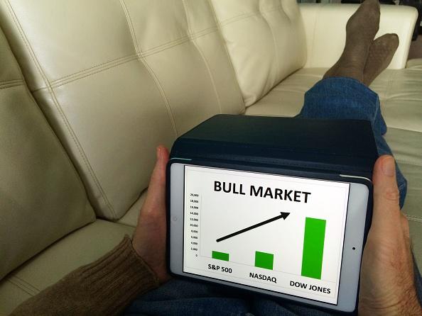 Los principales índices bursátiles en Wall Street operan en alza