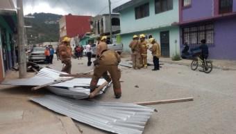 Los fuertes vientos desprendieron techos de lámina en Las Margaritas, Chiapas. (Twitter: @pcivilchiapas)