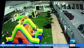 Sigue grave, menor, brincaba, inflable arrastrado