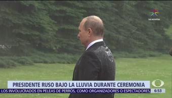 Vladimir Putin, bajo la lluvia, Día de la Memoria y el Dolor