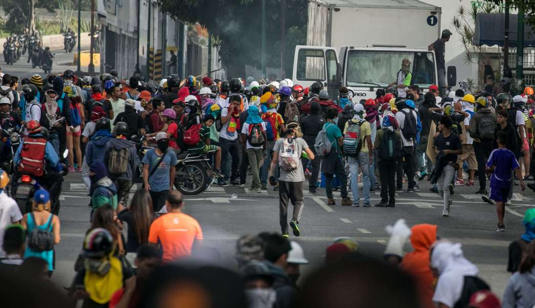Opositores, manifestación, marcha, Caracas, Venezuela. enfrentamientos
