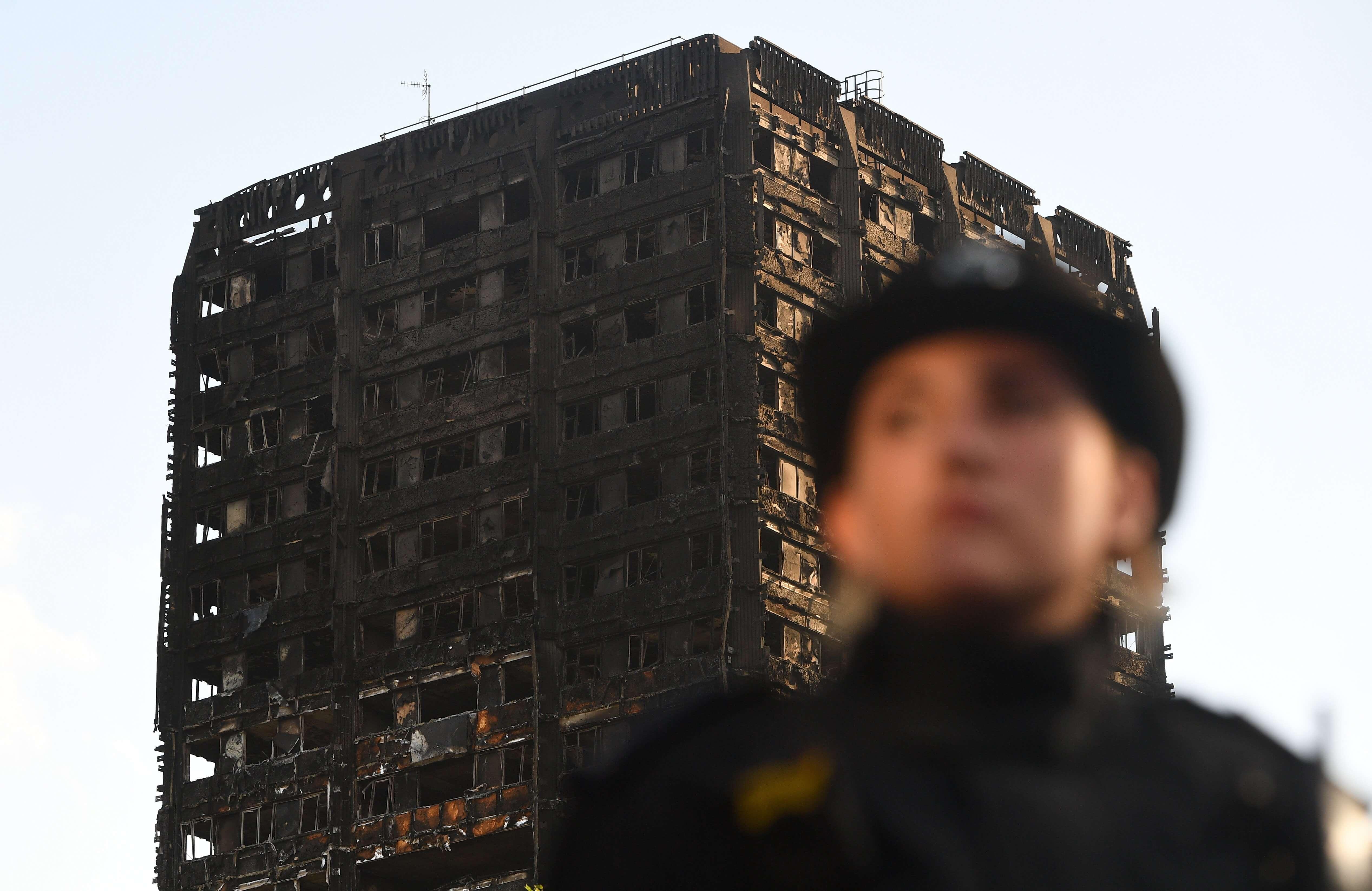 Suman 58 muertos por incendio en edificio de Londres