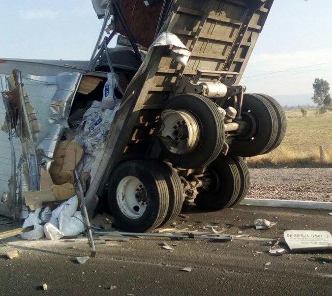 Choque, Guanajuato, Camion de carga, Material peligroso, Noticieros televisa