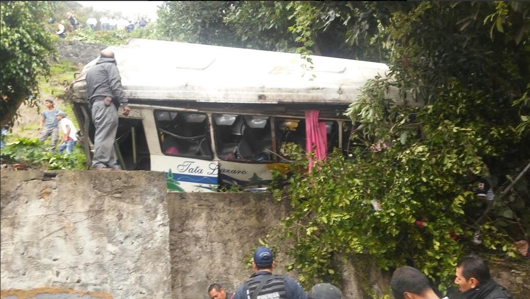 Camion, Cae a barranco, Michoacan, Accidente en michoacan, Seguridad
