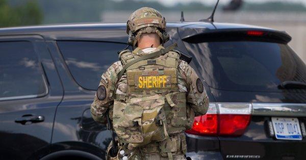 FBI: ataque a policía en aeropuerto fue