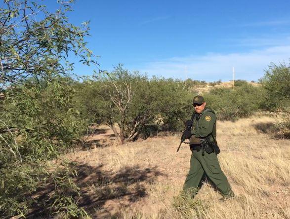 Patrulla Fronteriza arresta migrantes en clínica en desierto