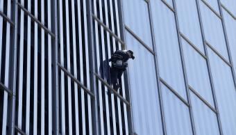 Alain Robert escaló en 20 minutos el hotel Melia Barcelona Sky
