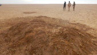 Imagen de archivo de una tumba con cuerpos de inmigrantes fallecidos en el Desierto de Sahara