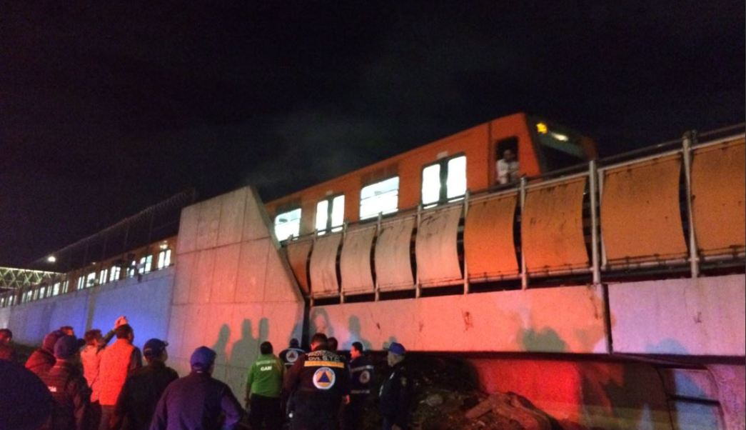 Bomberos sofocan incendio en la Linea B del metro