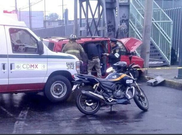 choque entre vehiculo y transporte escolar deja un muerto