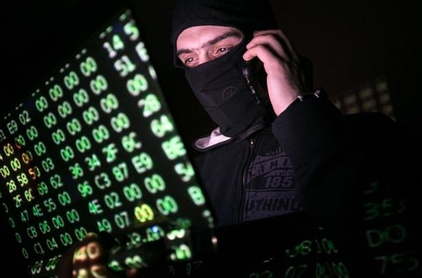 Un hombre con un código informático (Getty Images)