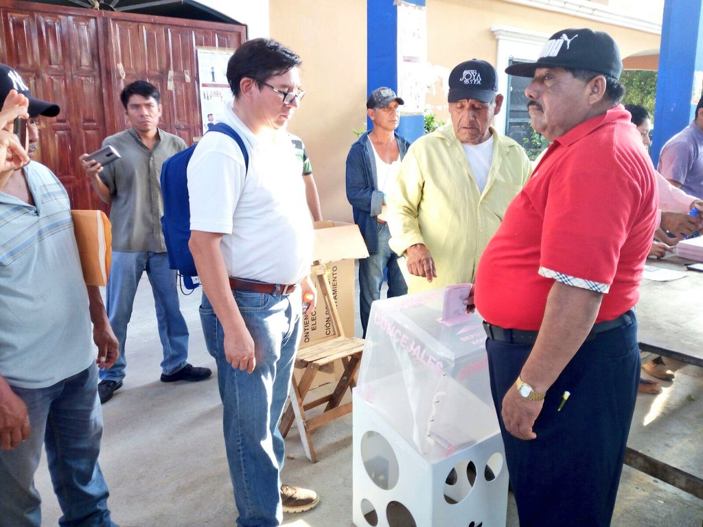 Ciudadanos de Sta. María Xadani ejercen su voto en las urnas