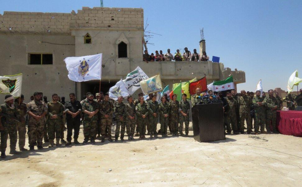 Milicias kurdas toman el control de barrio en Al raqa
