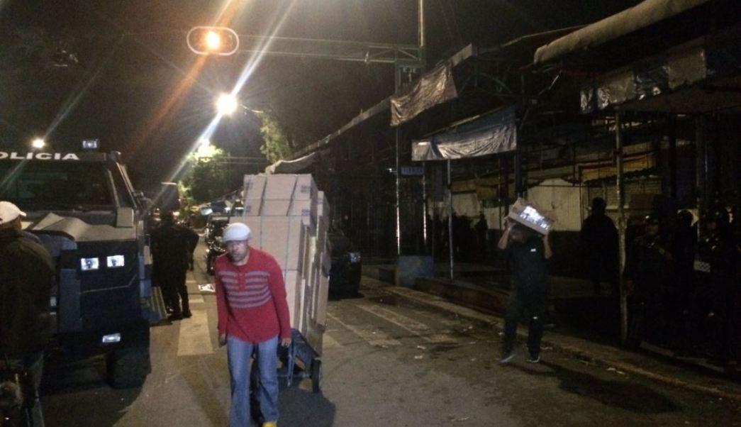 Miles de cigarros son llevados a bodegas de la Pgr