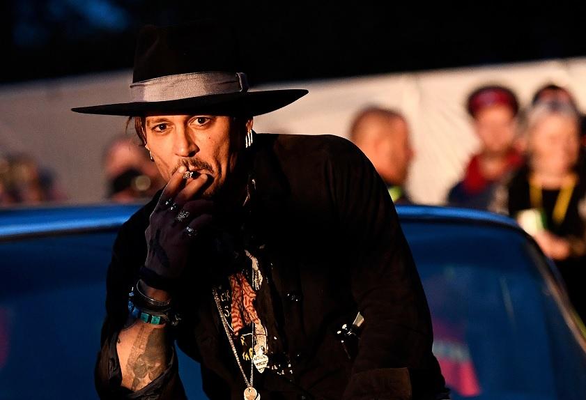 El actor Johnny Depp posa antes de presentar su película The Libertine (Reuters)