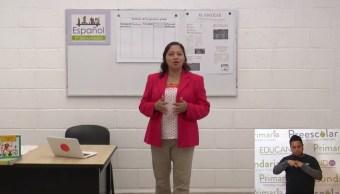 Una maestra complementa la educacion en oaxaca