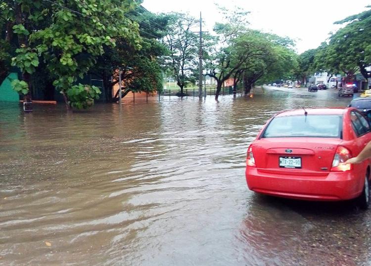 En Tabasco, al menos 10 colonias de Villahermosa resultaron inundadas