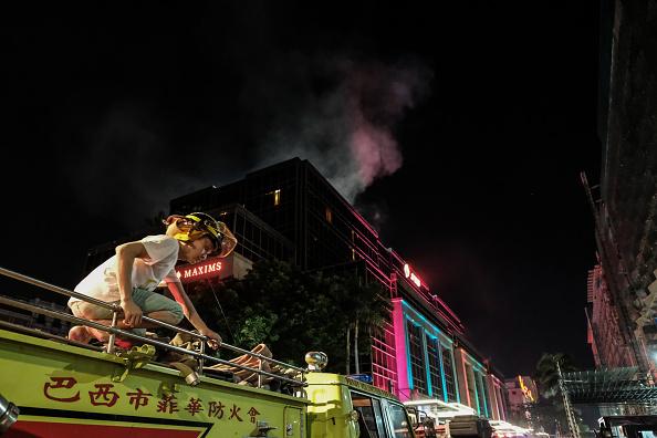 Bomberos extinguen incendio en manila