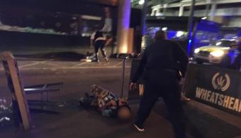 El presunto atacante fue mostrado en el suelo (Sky News/Gabriele Sciotto)