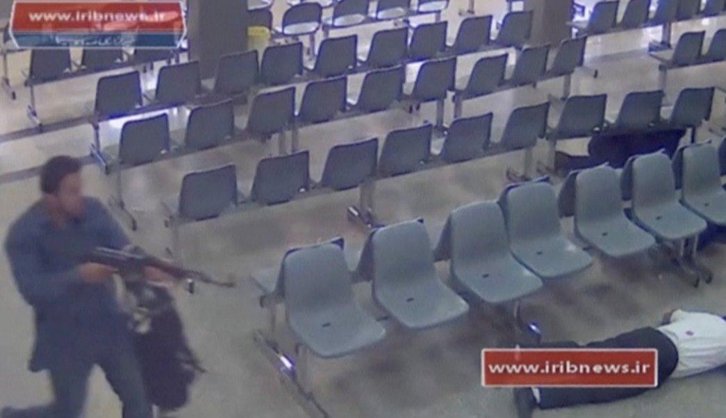 Imagen de circuito cerrado del Parlamento de Irán durante atentado terrorista