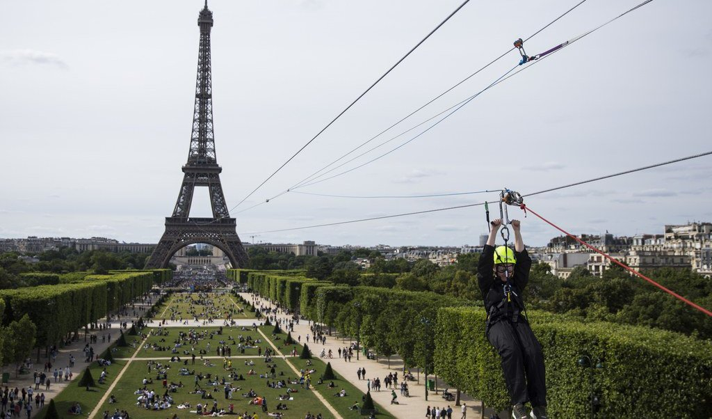 Francia, adrenalina, tirolesa, Torre Eiffel, Campo Marte, juegos,