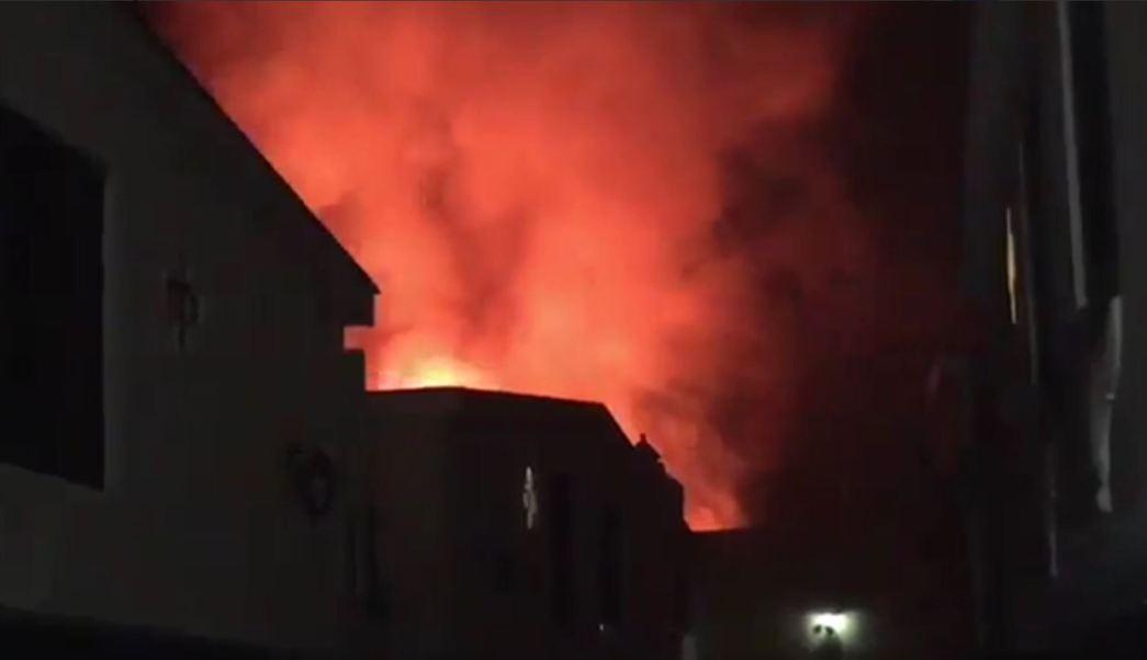 Dos contenedores con diesel se queman en contry club