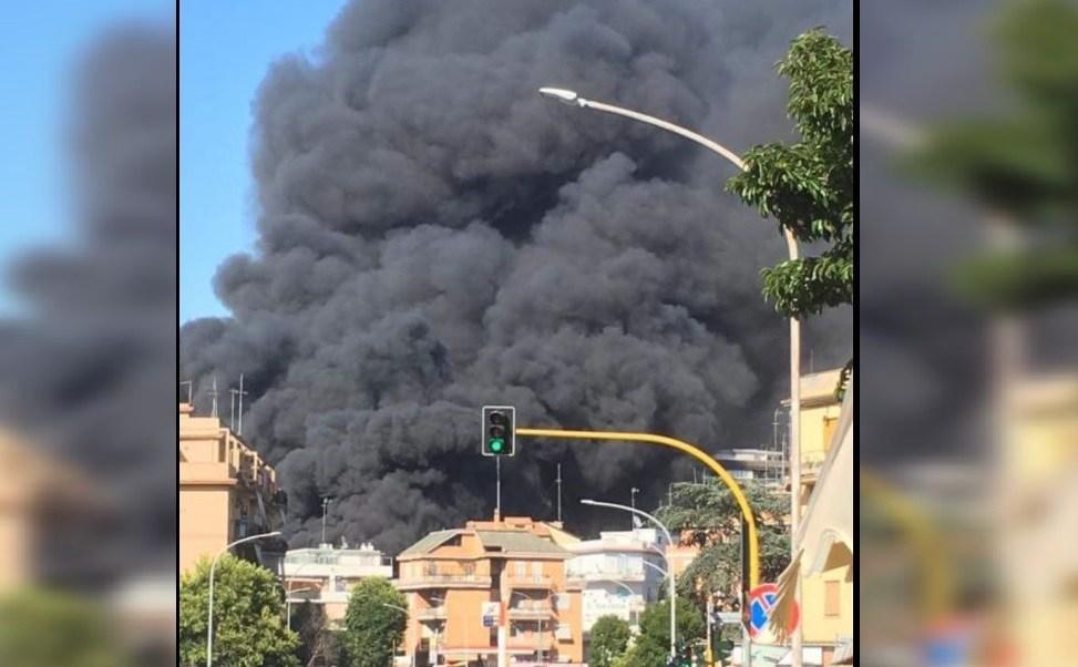columna de humo, incendio, vaticano, humo gris
