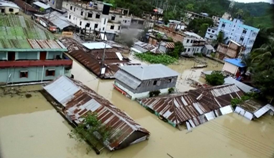 Una vista aérea que muestra la ciudad sumergida por inundaciones en Khagrachari, Bangladesh (Reuters)