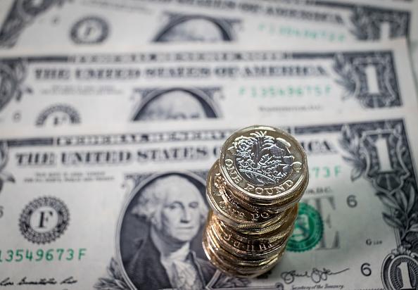 La libra perdió tres centavos frente al dólar