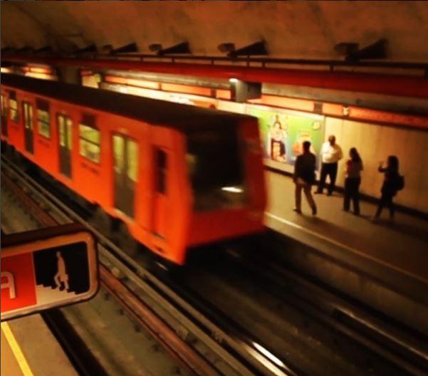 Detienen a acosador vestido de mujer dentro del Metro