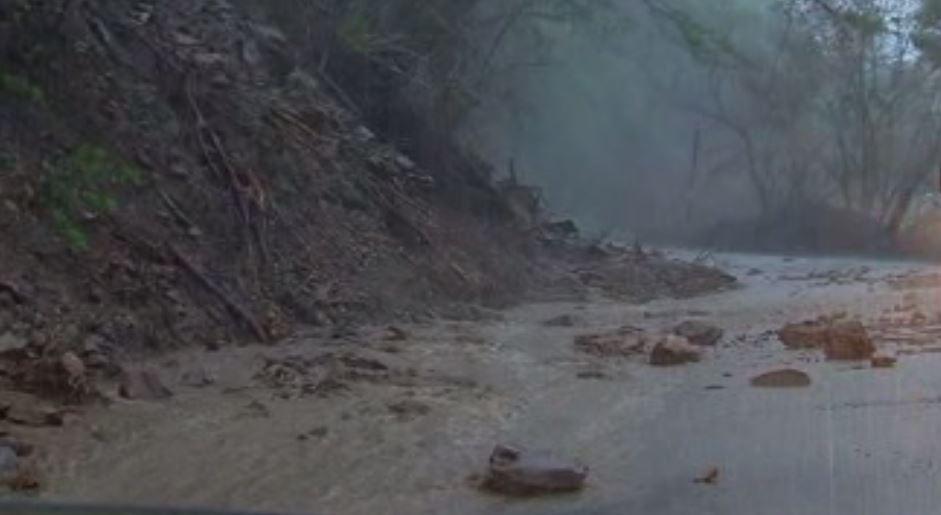 Lluvia afecta circulacion en carretera de Oaxaca