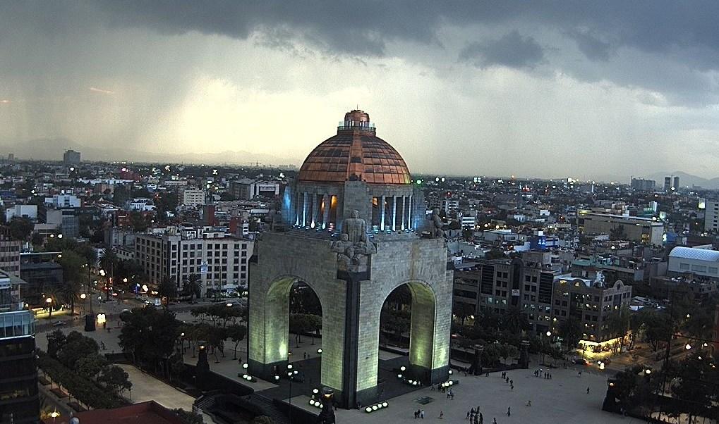 Lluvia, tormenta, Monumento a la Revolución, Ciudad de México