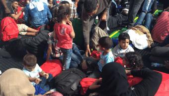 Migrantes rescatados en barco de Médicos Sin Fronteras