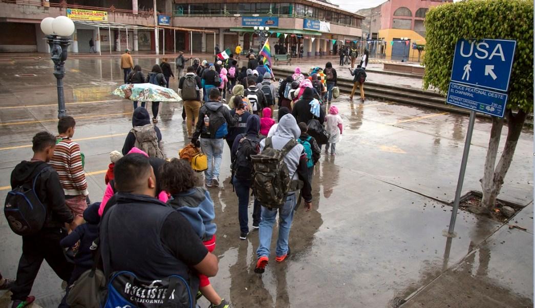 Migrantes intentan cruzar hacia estados unidos