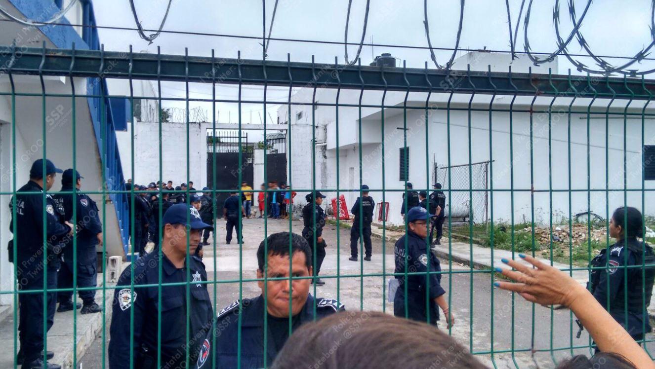 Durante motín en penal de Chetumal, queman a un reo