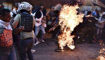Muere joven, queman a joven, protestas en Venezuela, caracas,