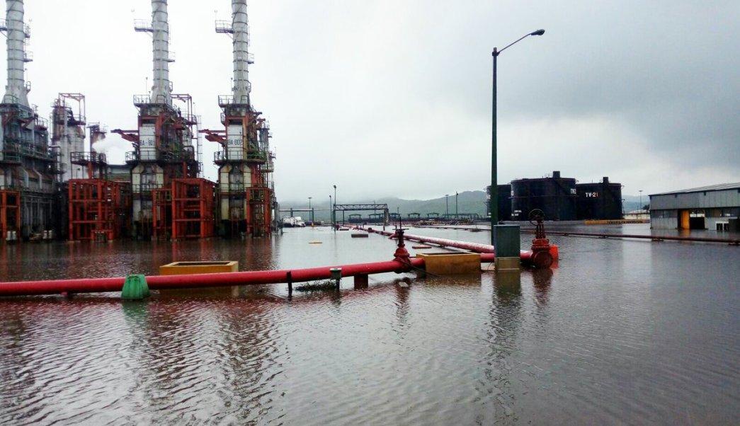 Inundación en refinería de Salina Cruz, Oaxaca. (Noticieros Televisa)