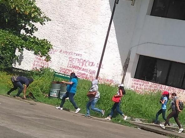 Estudiantes, Vandalizan, Pago de becas, Chiapas, Protestas